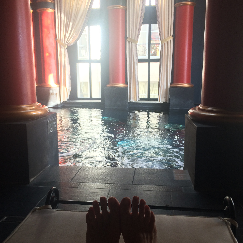 Blog ne le dites a personne piscine interieure du spa for Les bains de lea